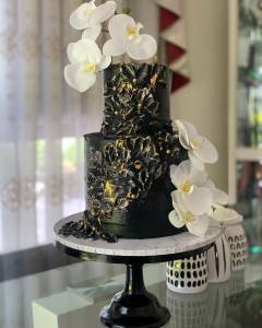 wedding cakes and engagement cakes